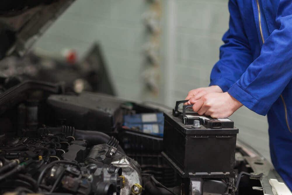 Descubra como anda a bateria de seu carro