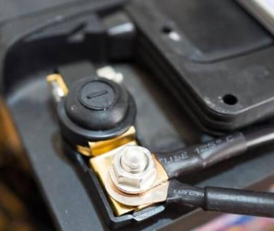 Cuidados que você precisa ter com a bateria do seu carro parado por muito tempo